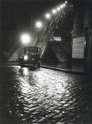 rue-muller-a-montmartre-willy-ronis
